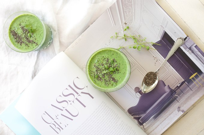 green kale smoothie (1 of 1)