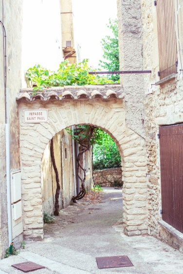provence little town arche (1 of 1)