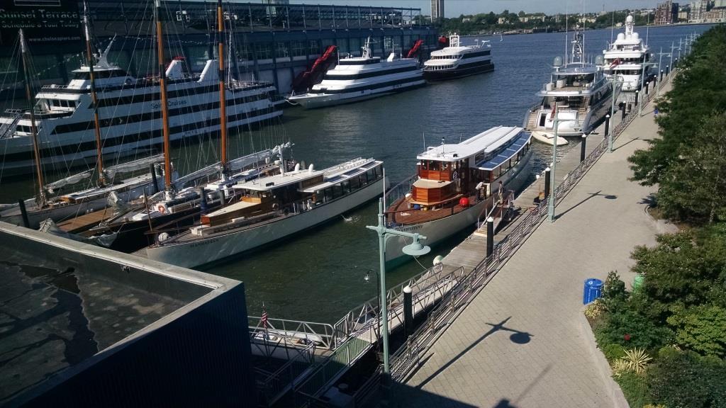 Yacht Manhattan II (3)