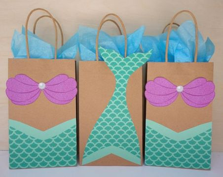 Mermaid birthday favor bags. Who doesn't love mermaids?! This is genius! So perfect for kids birthday parties! Under the sea and the little mermaid as a party is awesome! So many DIY ideas that are easy and cheap. Which is even better since we done want to break our budgets throwing a mermaid party. I like the food, dessert, decorating, activity ideas! Love it saving it for later!