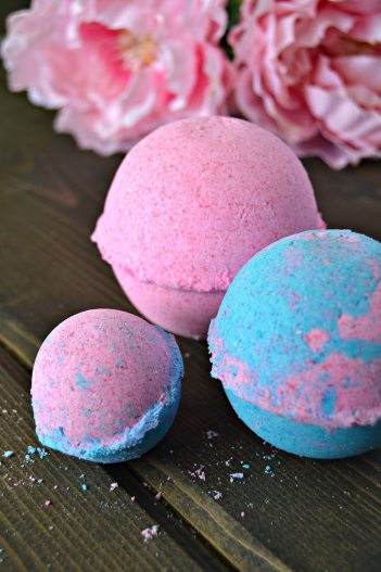14 Homemade Bath Bombs That Make Awesome Gifts - Bath Bombs are the best thing ever! They simply are the reason I stay relaxed! I have realized that I can save a lot of money at Lush by making my own bath tub fizzies! I think these are going to be great Christmas gifts this holiday season! I love how they are the key to homemade luxury and relaxation! I love how easy they are to make! Pinning for later!