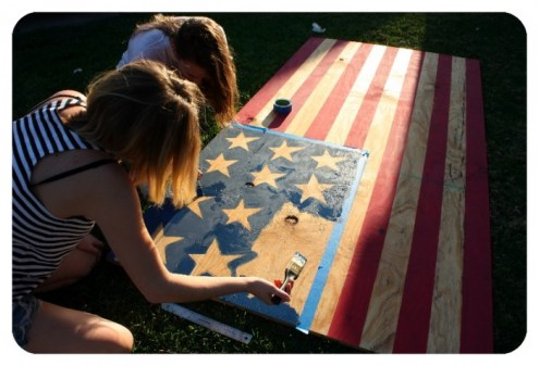 How to make DIY Memorial Day decor and games. Looking for easy patriotic DIY decor and backyard games perfect for Memorial Day? It's that time of year again. Here's 9 Easy Patriotic DIY Decor and Backyard Games to make your Memorial Day party amazing! #patrioticdecor #memorialday #diygames