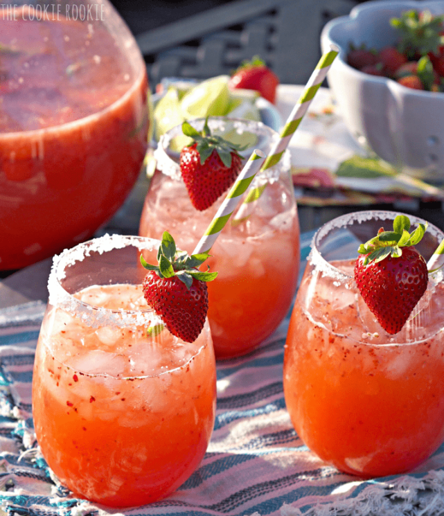 What better way to celebrate summer with some delicious cocktails. Serve these and your summer party will be a big hit! Big batches of sangria, prosecco and punch are perfect for summer entertaining since they are light and crisp in flavor. Because sunshine and sangria go hand in hand! #summercocktails #cocktailrecipes #sangria #mimosa