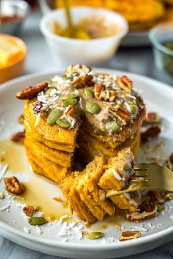 5 Ingredient Pumpkin Protein Pancakes | Pumpkin Spice Pancakes