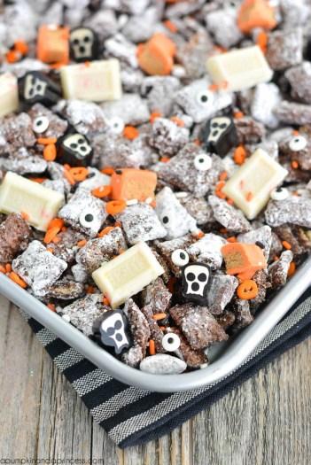 Halloween Muddy Buddies | Halloween Party Appetizers