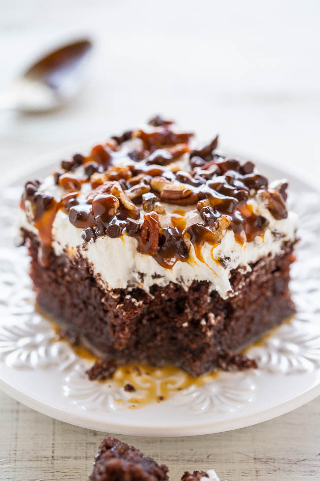 Turtle Chocolate Poke Cake | Poke Cakes make a foolproof, easy dessert every time. These poke cake recipes are quick and easy cakes that you need to try. It's a brilliant way to make delicious desserts every time because most of these poke cake recipe starts with simple store-bought ingredients, you see all the time and probably have in your kitchen already! #xokatierosario #pokecakerecipes #easypokecakerecipes #quickcakerecipes