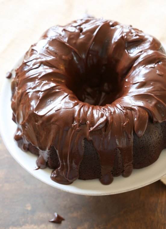 Chocolate Bundt Cake | Bundt cakes are simple cakes that are perfect for any beginner baker. They come out beautiful every time. The bundt cake pan was originally designed for a thick, dense cake batter like a pound cake. These bundt cakes are foolproof recipes that are super impressive and taste delicious! So let's get started, here are 18 Bundt Cake Recipes That Anyone Can Make! #xokatierosario #easybundtcakerecipes #bundtcakesrecipes #bundtcakesdecorations