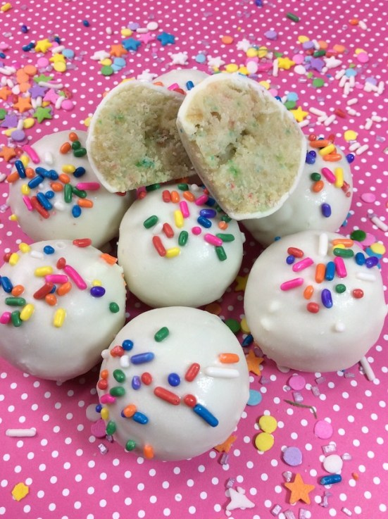 Funfetti Cake Pops | Do you wish that every day can be your birthday? Making funfetti birthday cake is like celebrating your birthday anytime you want. Funfetti birthday cake is a moist vanilla cake that is studded with rainbow sprinkles, so it looks like confetti. You can choose from cinnamon rolls, biscotti, whoopie pies, and even white hot chocolate! #xokatierosario #funfettibirthdaycake #birthdaycakedesserts #funfetticakedesserts