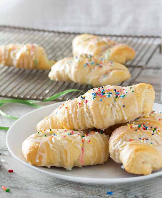 Funfetti Cheesecake Stuffed Crescent Rolls | Do you wish that every day can be your birthday? Making funfetti birthday cake is like celebrating your birthday anytime you want. Funfetti birthday cake is a moist vanilla cake that is studded with rainbow sprinkles, so it looks like confetti. You can choose from cinnamon rolls, biscotti, whoopie pies, and even white hot chocolate! #xokatierosario #funfettibirthdaycake #birthdaycakedesserts #funfetticakedesserts