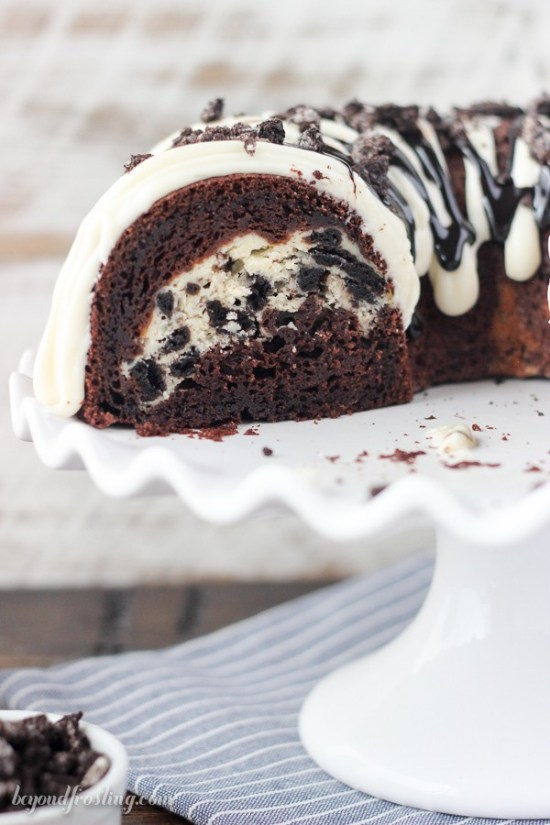 Oreo Chocolate Cheesecake Bundt Cake | Bundt cakes are simple cakes that are perfect for any beginner baker. They come out beautiful every time. The bundt cake pan was originally designed for a thick, dense cake batter like a pound cake. These bundt cakes are foolproof recipes that are super impressive and taste delicious! So let's get started, here are 18 Bundt Cake Recipes That Anyone Can Make! #xokatierosario #easybundtcakerecipes #bundtcakesrecipes #bundtcakesdecorations