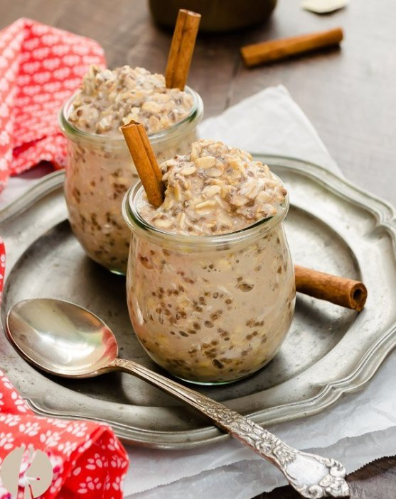 Chai Spiced Chia Seed Overnight Oats | Cold, creamy, overnight oats are perfect for busy mornings. These overnight oatmeal recipes are quick and easy breakfast recipes or a delicious snack on the go. Take advantage of seasonal fresh fruit, nuts, and seed to make these easy Overnight Oat Recipes! #xokatierosario #overnightoats #overnightoatmeals #easyoatmealrecipes