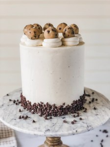 Chocolate Chip Cookie Dough Cake | Foolproof Cakes for Beginner Bakers eBook | Cake decorating tips and tricks for home bakers #xokatierosairo