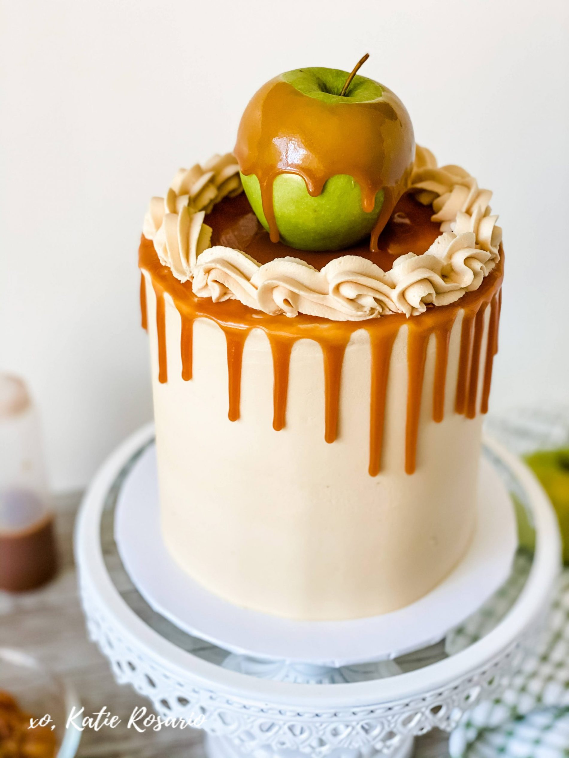 4. Caramel Apple Cake Learn how to make this insanely delicious Caramel Apple Cake. Kick-off apple season with this tasty Caramel Apple Cake! A caramel cake made with apple pie filling, paired with caramel buttercream and caramel drizzle. This Caramel Apple Cake has a beautiful balance of sweet, salty, and full of warm fall spices.