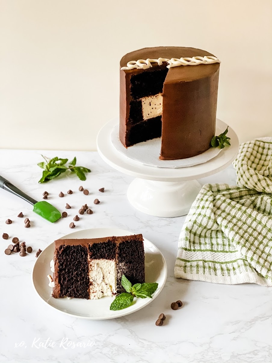 Learn how to make this Old School Mint Chocolate Cake! Soft mint chocolate cake layers filled with chocolate ganache and mint whipped cream. The classic Ding Dong cream-filled cakes inspired this Mint Chocolate Cake. #xokatierosario #katierosariocakes #mintchocolatecake #oldschoolcake #stpatricksdaycake #cakedecoratingtips