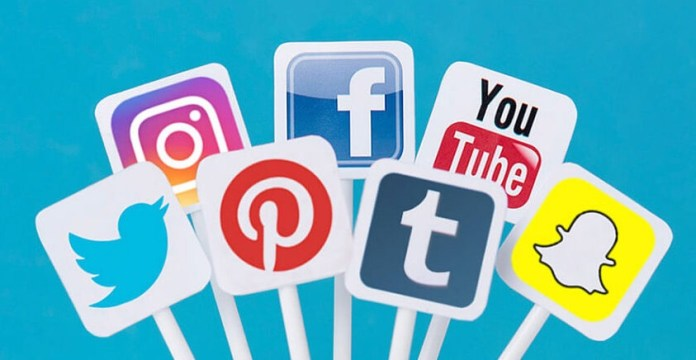 The Pros and Cons of Social Media Lifestyle