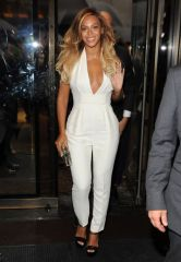 beyonce-white-jumpsuit-chime-for-change-h724