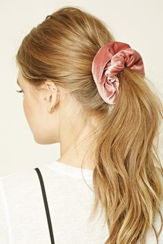 e9c39b3cb1e968245ab3d7b1e843d208--hair-scrunchies-scrunchie-hairstyles