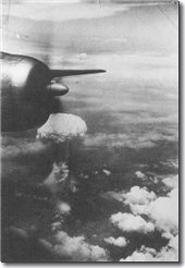 Atomic_cloud_over_Hiroshima_from_B-29.jpg