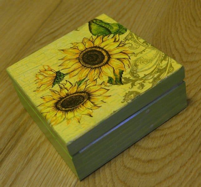 Pudełko ze słonecznikami