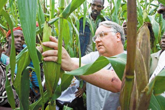 就这水平还来南海?英国军舰刚趴窝,航母又传噩耗,外媒喊话中国