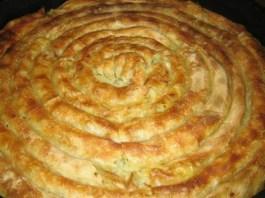 Πίτα με πατάτα και φύλλο στο χέρι