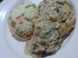Κοτόπουλου με σάλτσα μανιτάρια και τυρί μοτσαρέλα στο φούρνο