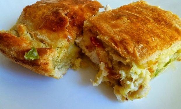 Πανεύκολη νηστίσιμη πίτα με πατάτα και πράσο