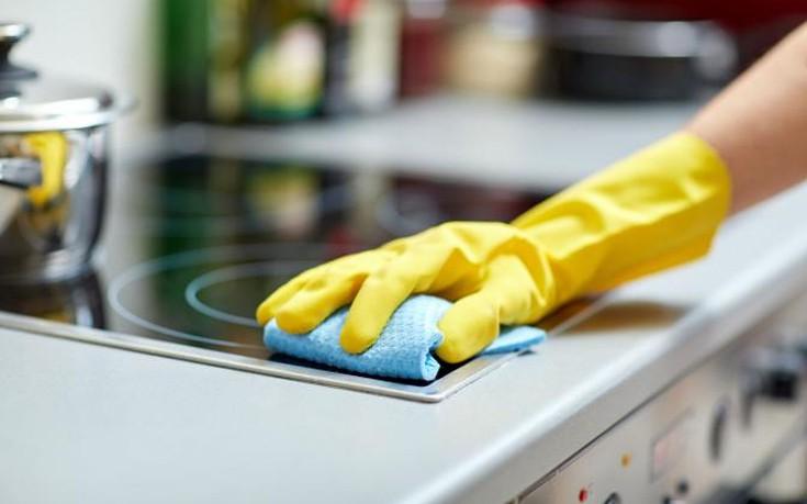 Πώς θα καθαρίσετε εύκολα και οικονομικά τις κεραμικές εστίες