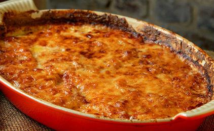 Πατάτες φούρνου με κιμά και κίτρινα τυριά