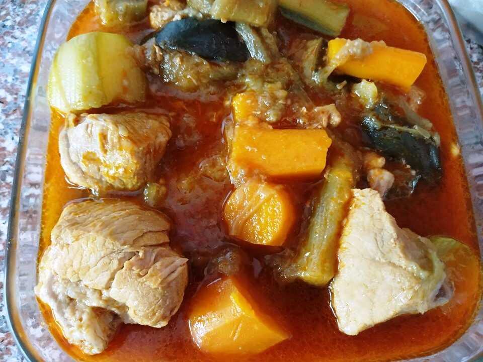 Χοιρινό με μελιτζάνες και κολοκυθάκια στην κατσαρόλα
