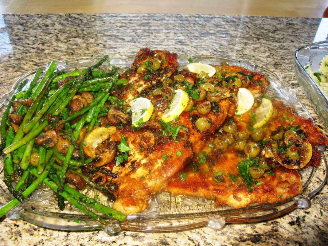 Κοτόπουλο με σπαρράγια και Ελιές