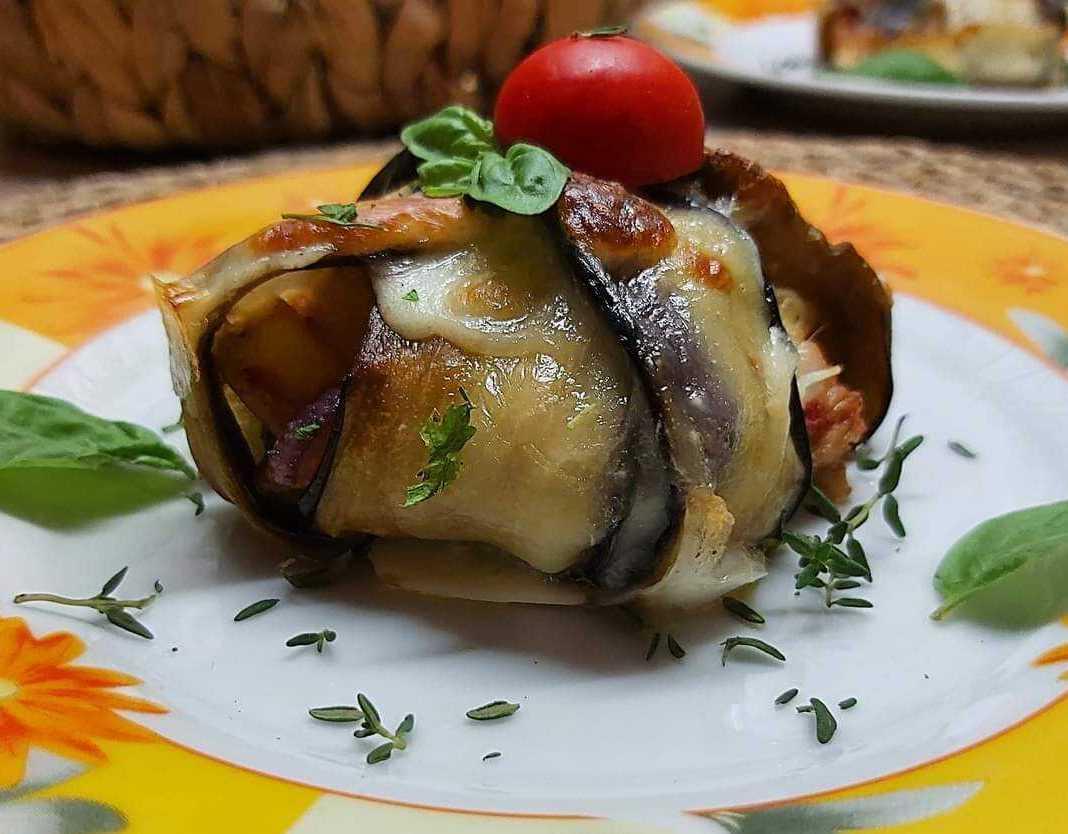 Mελιτζάνα γεμιστή με κοτόπουλο και πατάτες