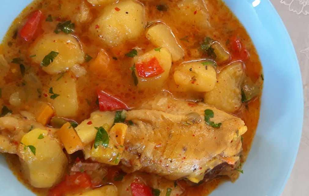Κοτόπουλο με πατάτες στιφάδο