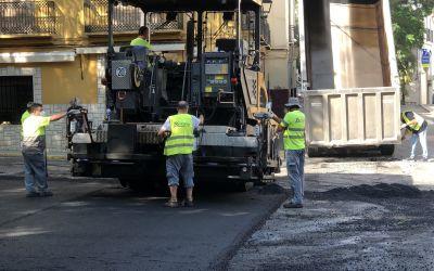 L'Ajuntament de Xàtiva realitza tasques d'asfaltat en la plaça dels 25 dolls i en l'avinguda Lluís Despuig
