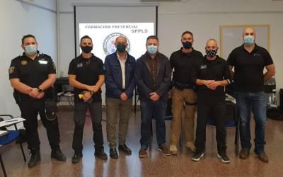 La Policia Local de l'Alcúdia de Crespins es forma en l'ús d'armes de baixa letalitat