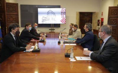 Ximo Puig es reuneix amb representants del sector de l'hostaleria per a traslladar-los les ajudes del Pla Resistir