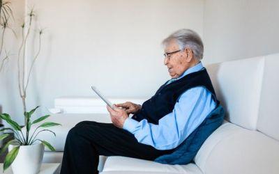 Xàtiva reprén el programa d'acompanyament i suport a persones majors que viuen soles
