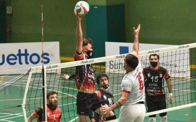 El Familycash Xàtiva Voleibol masculí s'imposa en la difícil pista del Sedka Novias Villena-Petrer