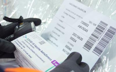 Tires tèrmiques, fotos de detall i geolocalització en temps real garanteixen la conservació i seguretat durant el transport de vacunes