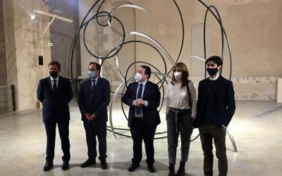 El conseller d'Hisenda visita l'empresa xativina Hinojosa i l'exposició d'Andreu Alfaro