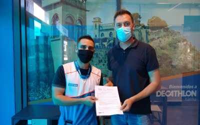 El centre d'acolliment i el centre de dia La Immaculada signen un conveni de col·laboració amb Decathlon Xàtiva