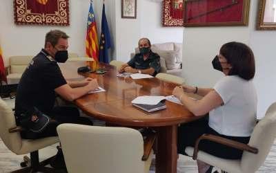 L'alcaldessa de Canals es reuneix amb les forces de seguretat per a establir les mesures de la Fira de Setembre