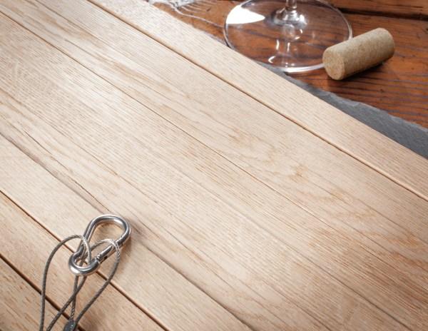 Winemaking light French oak sticks