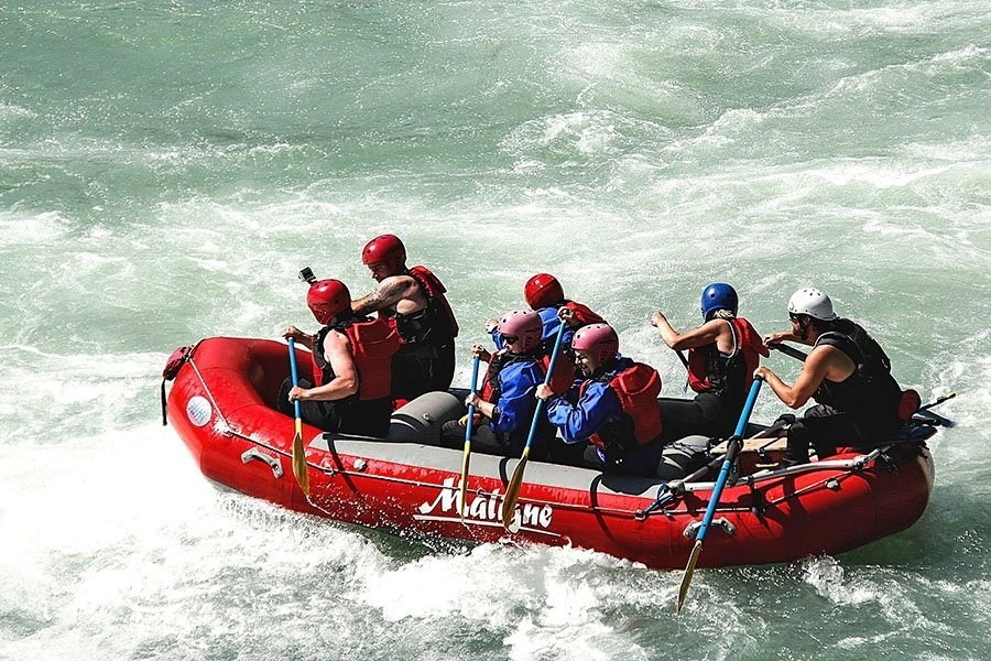 What to wear white water rafting - thumb