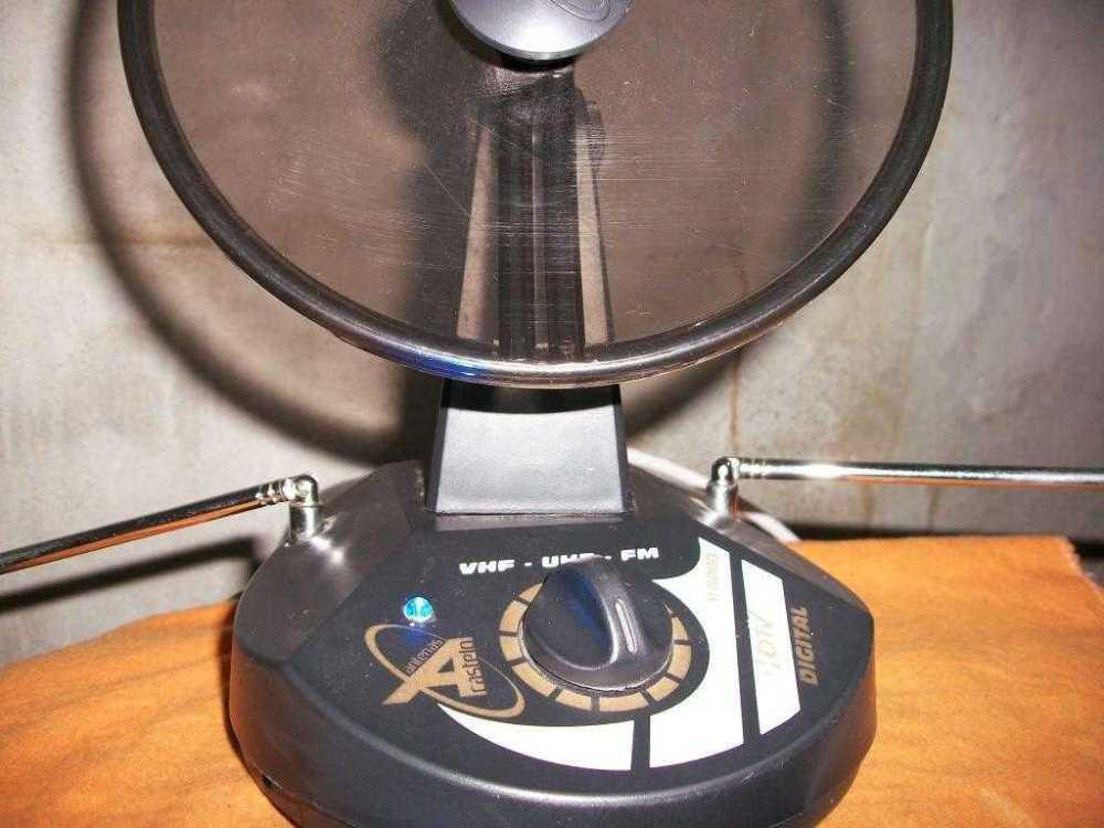 medium resolution of wideband dtv uhf antenna tv amplifier circuit using transistor 2sc3358 antenna amplifier for digital tv