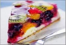 Receita de Bolo de Coco com Geleia e Frutas Frescas