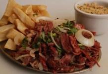 Receita de Carne Seca com Aipim e Linguiça Calabresa