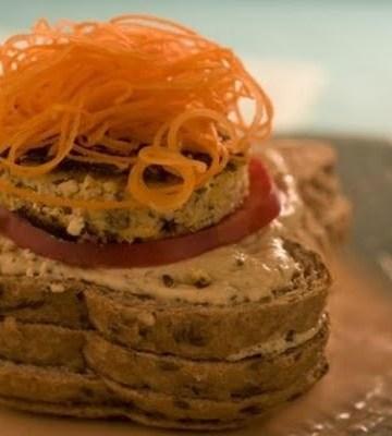 Receita de Hambúrguer de tofu com creme de cottage e hortelã