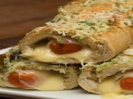 Hot dog no pão de alho