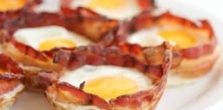 Ovos No Copo de Bacon